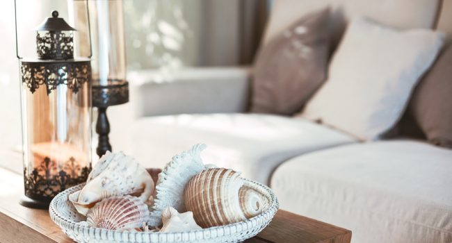 Beach interior decor: sea shells and lanterns on the wooden coff